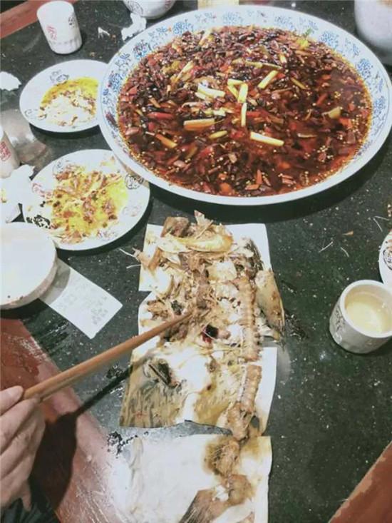 退菜已经是小事了!吃完后拼鱼骨头说缺斤少两的食客,你见过没?