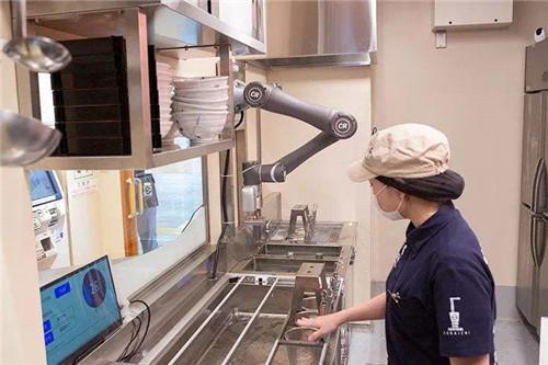 烹饪机器人可做3000多道菜,还可现场调整口味!或成厨师的威胁?