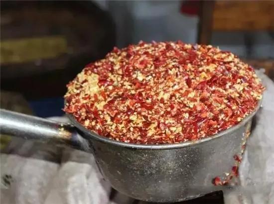 只用12种香料炒制,这款红油火锅麻辣鲜香,不浑不煳!
